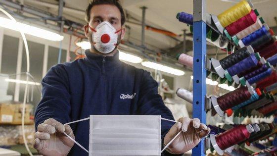 A cidade de Jena, no estado federado da Turíngia, foi a primeira na Alemanha a decretar o uso obrigatório de máscara em espaços públicos