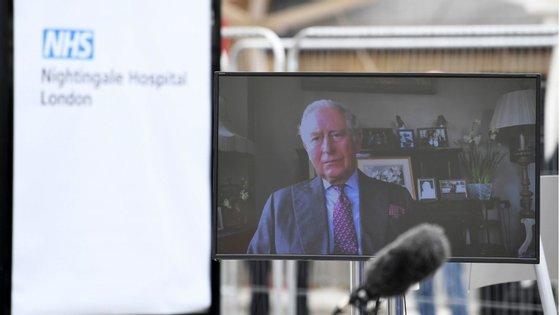 A 26 de maio, foi anunciado que o príncipe Carlos deu positivo em teste para a Covid-19