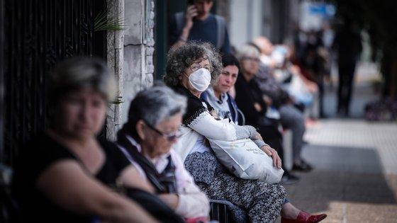"""Especialistas ouvidos pela Lusa falam nas diferenças entre a """"gripe espanhola"""" e o atual coronavírus"""