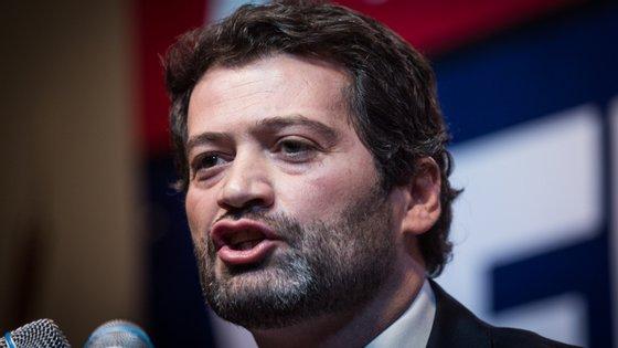 Críticas agravaram-se com a decisão do deputado optar pela abstenção na votação do decreto presidencial