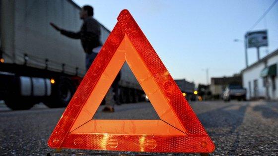 O acidente com uma viatura ligeira de passageiros aconteceu cerca das 17h45