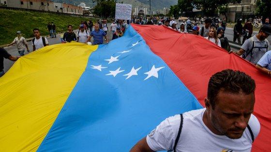 """""""Na Venezuela, sem o braço, sem o beijo, fica um vazio muito grande"""", desabafou o sacerdote"""