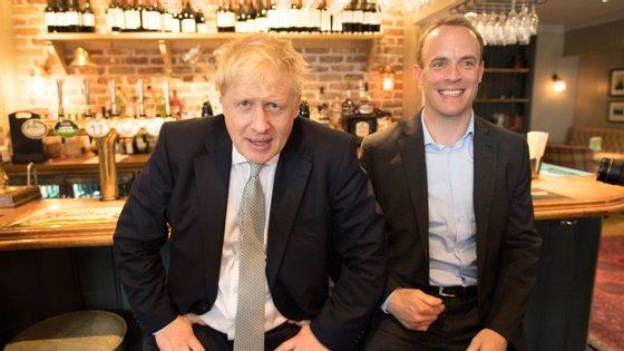 Quando Boris Johnson ficou doente, e ainda antes de ter sido internado, tomou a decisão de delegar funções em Dominic Raab caso não lhe fosse possível governar