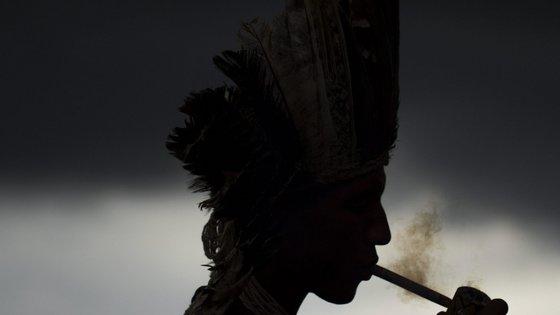 Os Karipuna são especialmente vulneráveis porque na década de 1970 quase foram exterminados por doenças contagiosas transmitidas por não indígenas