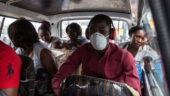 O número de casos registados oficialmente de infeção pelo novo coronavírus em Moçambique subiu de 10 para 17