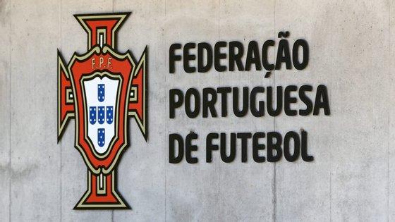 A FPF anunciou esta quarta-feira o cancelamento dos campeonatos seniores não profissionais de futebol e futsal da época 2019/20