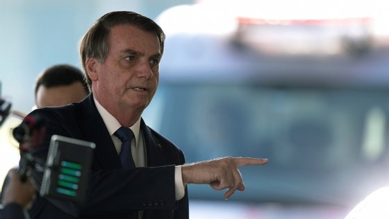 Bolsonaro anunciou que o Brasil irá receber, até ao próximo sábado, matéria-prima proveniente da Índia, para o país continuar a produzir hidroxicloroquina, um derivado da cloroquina