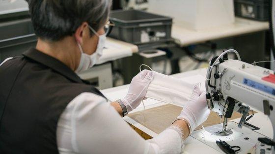 A produção já começou e a Louis Vuitton fala em centenas de artesãos mobilizados