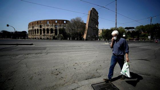 Itália passou a ser, este sábado, o segundo país com mais mortes por Covid-19