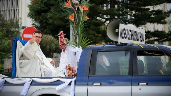 """O carro foi inspirado no """"papamóvel"""", criado para a locomoção do Papa nas aparições públicas"""