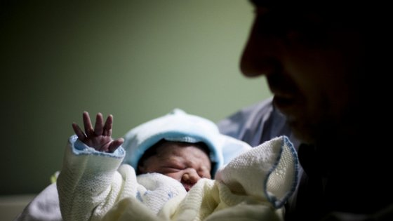 De acordo com a legislação, o prazo obrigatório do registo até 20 dias após o nascimento está suspenso