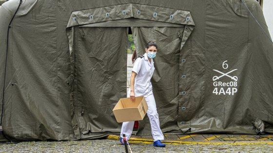 Camas, voluntários, formação para desinfetar espaços e transporte de material médico são algumas valências das Forças Armadas Portuguesas