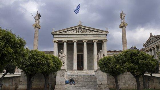A Grécia começou a tomar as primeiras medidas no final de fevereiro, com o cancelamento das paradas de Carnaval