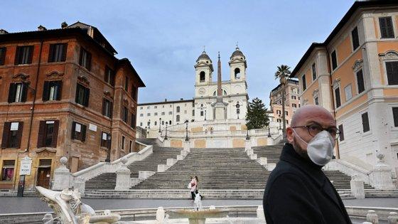 Com um acumulado de 162.488 casos, Itália é o terceiro país com mais casos. Em número de mortes, 21.067, a nação só está abaixo dos EUA