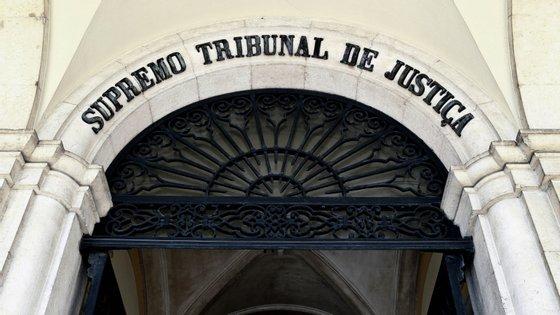 Os julgamentos de processos de natureza urgente e não urgentes que careçam de produção de prova serão realizados à distância