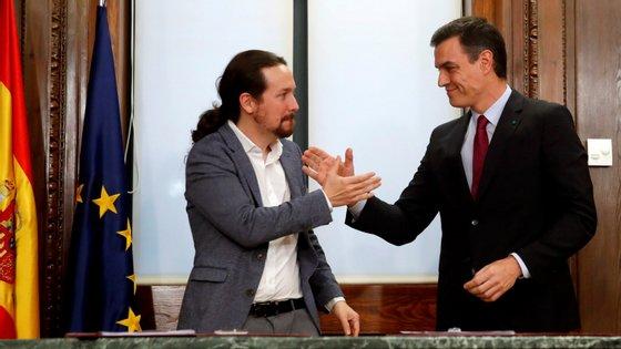 Líder do Podemos insistiu para que a medida entrasse em vigor mais cedo do que o ministro da Inclusão defendia, e Sánchez chamou-o para uma reunião onde chegaram a acordo.