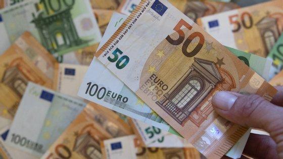 """Este fundo de garantia """"prevê uma contribuição dos 27 Estados-membros e estará também aberto a contribuições de terceiros"""