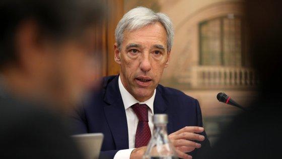 O ministro João Cravinho lembra que os militares estão a auxiliar a Proteção Civil e que pode haver momentos onde serão precisos mais