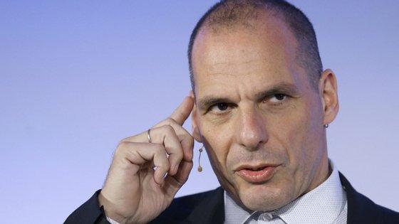 """""""Acho que o Eurogrupo de dia 9 de abril vai ser lembrado como o momento em que a desintegração da União Europeia e da zona euro começou"""", lamentou Yanis Varoufakis"""
