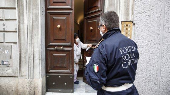 """""""Vamos ter de reorganizar a nossa vida"""", disse o Presidente do Instituto Superior de Saúde italiano"""