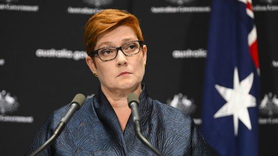 """Marise Payne, ministra dos Negócios Estrangeiros da Austrália, quer um relatório independente para apurar a """"transparência com que as informações foram partilhadas"""""""