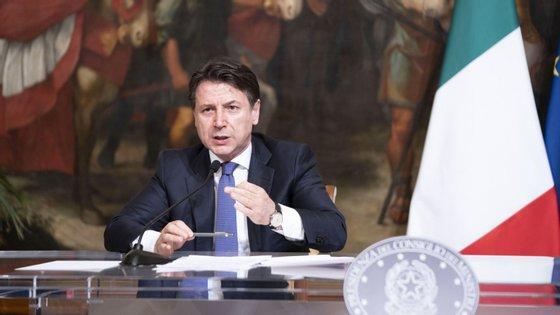 O primeiro-ministro, Giuseppe Conte, esteve reunido no sábado à noite com o comité técnico-científico