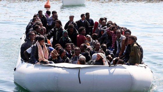 Governo italiano, à semelhança do executivo de Malta, decretou que o desembarque de migrantes não é seguro