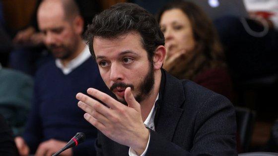 """""""O País aprendeu que não se pode contar com o setor privado da saúde"""", diz no vídeo o deputado do Bloco de Esquerda"""