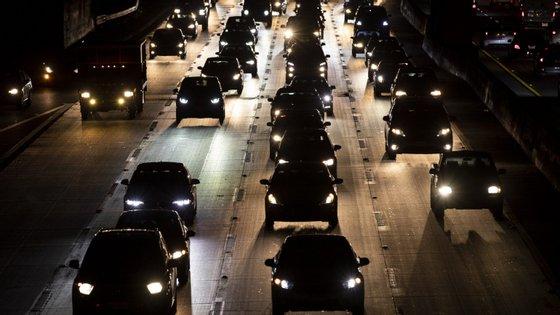 Segundo o estudo, um carro elétrico emite menos 66% de dióxido de carbono do que um carro a gasóleo, e menos 68% do que um a gasolina