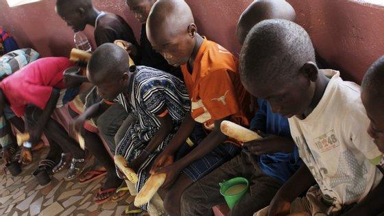 A Guiné-Bissau registou até esta segunda-feira 50 contaminações pela Covid-19, três das quais já foram dadas como curadas