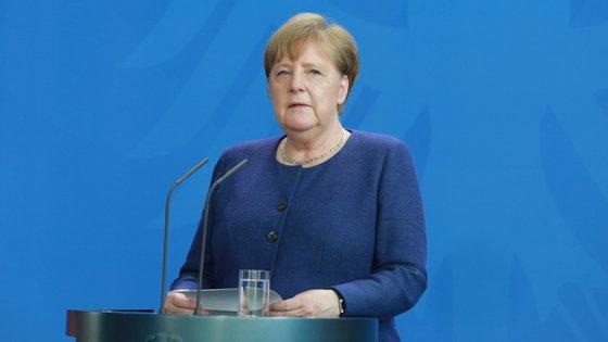 """Merkel diz que a """"amostra"""" de informação que têm ainda é muito curta."""