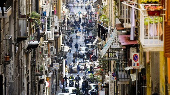 """O governo italiano decretou no passado de 11 de março o """"bloqueio total"""" de todo o país para travar a pandemia"""