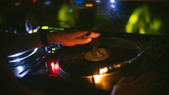 Para ouvir, dançar e descobrir. Eis a programação online da discoteca Plano B