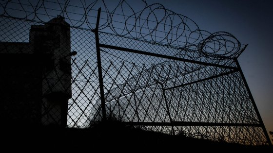A Autoridade de Saúde Regional dos Açores acusou a DGRSP de não ter permitido que os reclusos do arquipélago fossem testados à Covid-19 antes de serem libertados