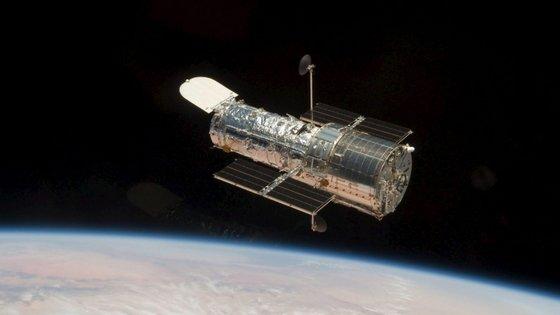 O telescópio, que começou a ser construído em 1979, foi lançado para o espaço em 24 de abril de 1990, a bordo de um vaivém Discovery