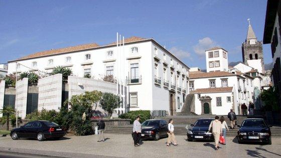 A Assembleia Legislativa da Madeira realiza sábado uma sessão comemorativa do 25 de Abril