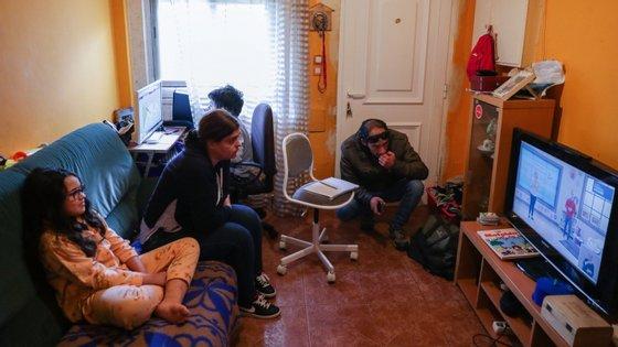 As aulas do programa #EstudoEmCasa começaram a ser transmitidas na RTP Memória na segunda-feira