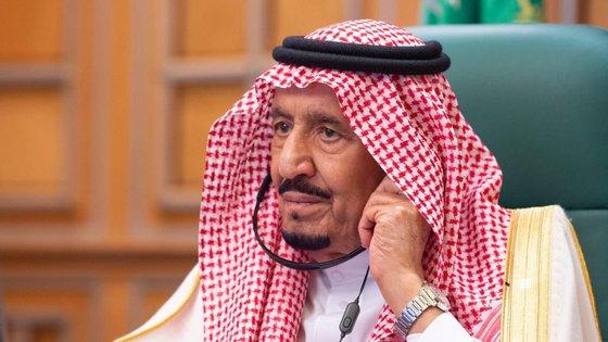 O decreto deste domingo substitui o aprovado em fins de 2018, em que o rei Salman determinou um máximo de dez anos de prisão para menores na maioria dos casos