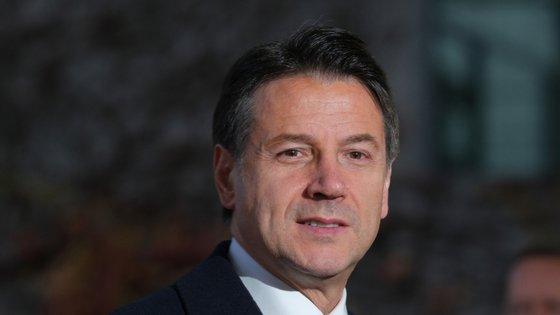 Em Itália, as medidas de confinamento vão ser reduzidas a partir de 4 de maio, mas Conte pede contenção