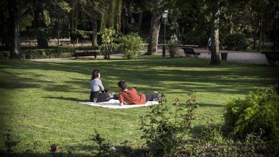 A investigação está a ser levada a cabo através de um questionário online em que se pretende saber o efeito da exposição a espaços verdes na saúde