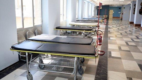 """""""Em comparação com o período antes da pandemia, os resíduos especiais potencialmente infetados duplicaram ou mesmo triplicaram"""", disse a responsável pelo controlo e gestão de resíduos do hospital Cremona"""