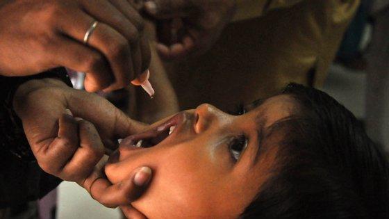 O Bangladesh e o Nepal interromperam as suas campanhas contra o sarampo e a rubéola
