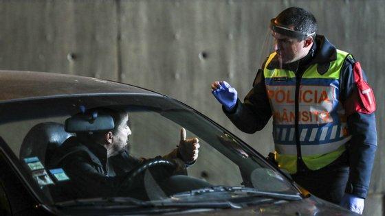 Entre 13 de março e 17 de abril os crimes de condução com taxa de alcoolémia igual ou superior a 1,2 gr/l caíram 82,9% em relação ao mesmo período de 2019
