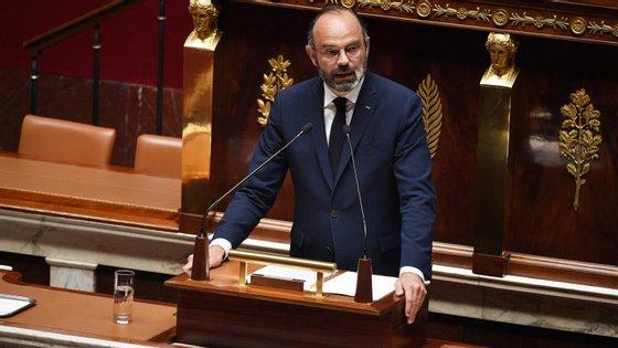O primeiro-ministro francês apresentou esta terça-feira o plano para o fim do confinamento no país