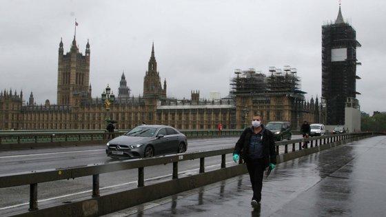 O Reino Unido tornou-se nesta quarta-feira no segundo país europeu com maior número de vítimas mortais por Covid-19