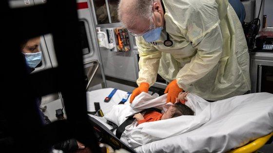Uma criança de 10 anos é levada para o hospital nos Estados Unidos com sintomas de Covid-19