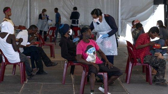 O governo sul-africano baixou para nível 4 o confinamento de contenção da covid-19