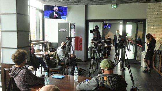 Borrell observou ainda que os jornalistas devem poder trabalhar livremente e ajudar a detetar e a lidar com a desinformação