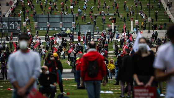 Centenas de pessoas assinalaram esta sexta-feira o 1.º de maio em Lisboa