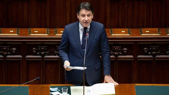 """Primeiro-ministro italiano lembra que desconfinamento gradual que a Itália inicia na segunda-feira não significa """"libertar todos"""""""